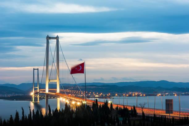 Osman Gazi Köprüsü (Izmit Körfez Köprüsü). IZMIT, KOCAELI, TÜRKİYE. En uzun köprüsü Türkiye'de ve onun merkezi alanının uzunluğunu tarafından dünyanın dördüncü en uzun asma köprü. stok fotoğrafı