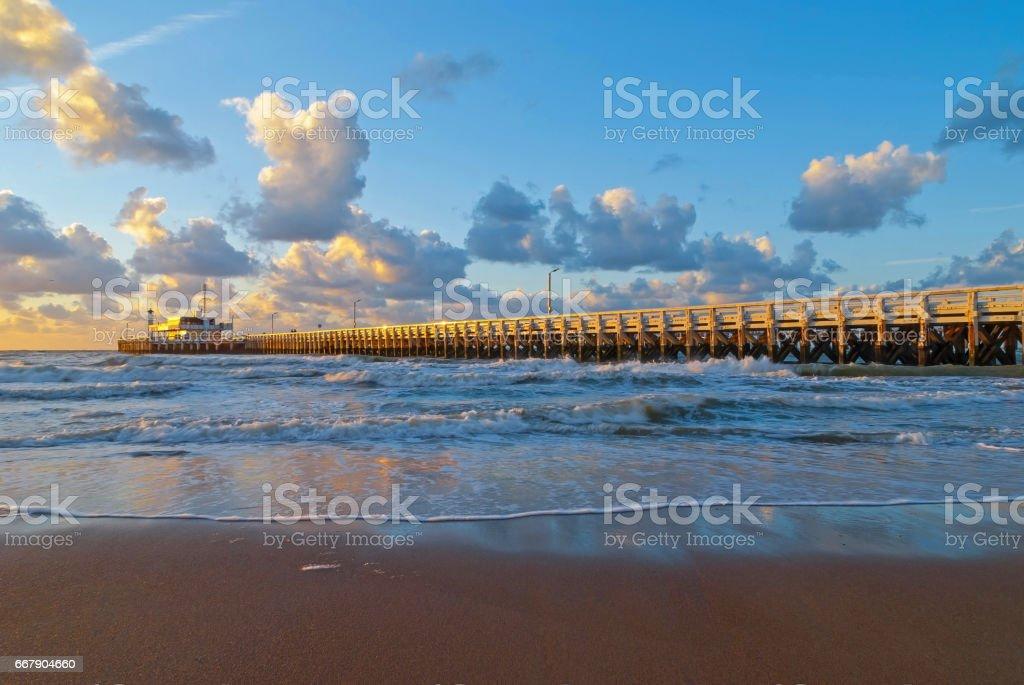 Ostend Pier bij zonsondergang foto