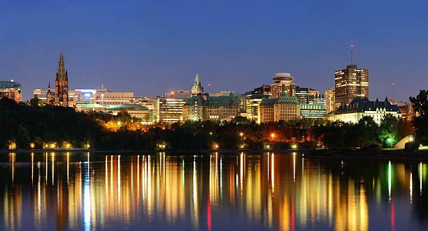 Ottawa bei Nacht – Foto