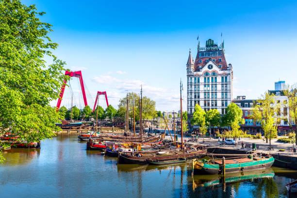 oude haven harbor, willemsbrug bridge, old ship yard dock, ships, openlucht binnenvaart museum during sunny summer day in rotterdam. - rotterdam foto e immagini stock