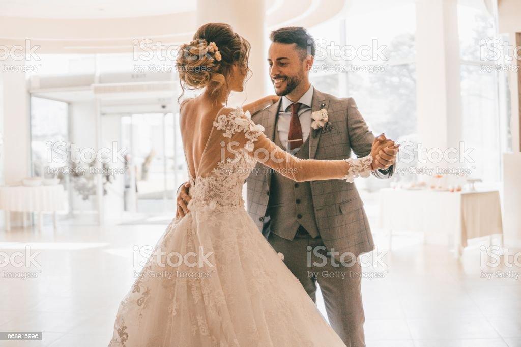 Nuestro primer baile de boda - foto de stock