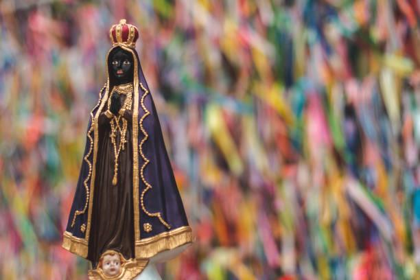Imagem de estatueta de nossa senhora da Conceição Aparecida - foto de acervo