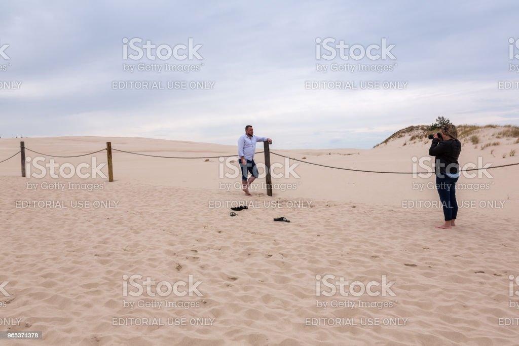 유명한 이동 모래 언덕에 ourists - 로열티 프리 건강한 생활방식 스톡 사진