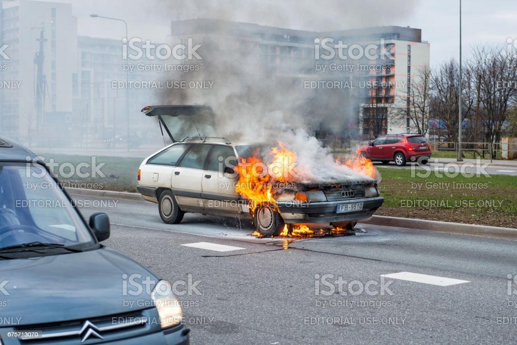 Out into the road burning car. Just the fire place has arrived the police and suspended traffic. royalty-free stock photo