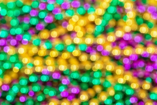 fundo de foco de grânulos coloridos de mardi gras - mardi gras - fotografias e filmes do acervo