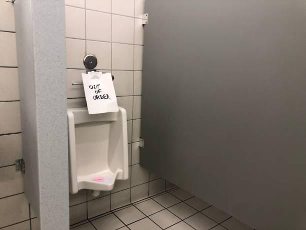 ausstellen toilette - bindewörter stock-fotos und bilder