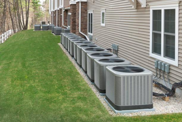 buiten airconditioning en warmtepomp unit - airconditioning stockfoto's en -beelden