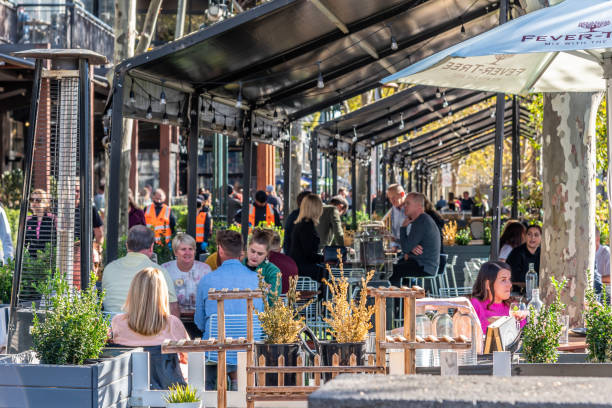 Outdoor al fresco dining restaurants utilise the promenade space along the Yarra river Melbourne, Victoria, Australia, April 17th, 2021: Diners are enjoying the outdoor al fresco dining restaurants that utilise the promenade space along the Yarra river in Southbank Melbourne. al fresco dining stock pictures, royalty-free photos & images