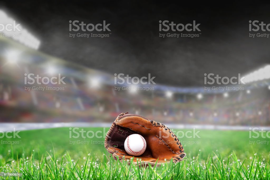 Outdoor Baseball Stadium With Glove and Ball, and Copy Space – zdjęcie
