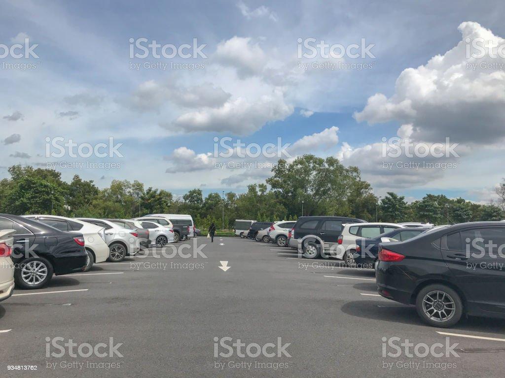 화창한 날에 야외 자동차 주차장 - 로열티 프리 0명 스톡 사진