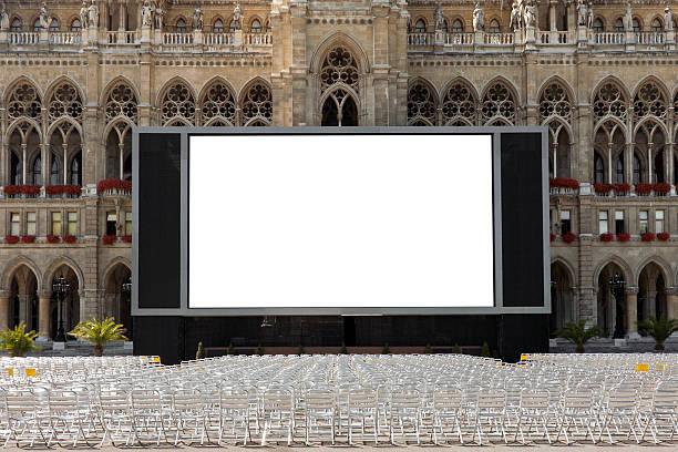 kino im freien - große leinwand stock-fotos und bilder
