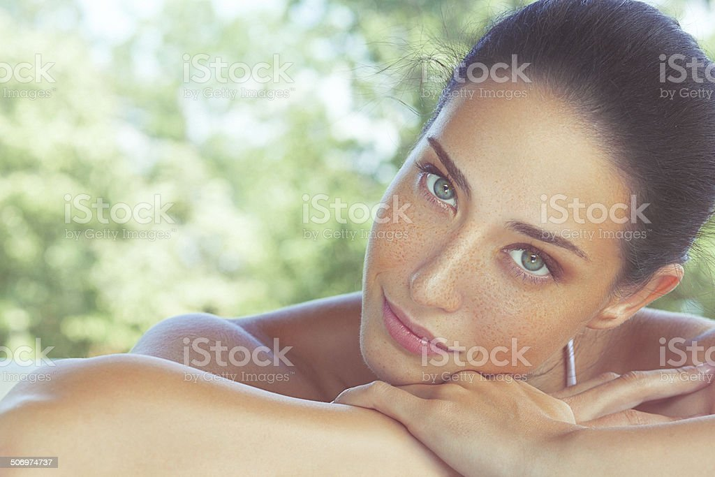 Aperto, close-up, bellezza Ritratto di una donna bellissima freckled - foto stock