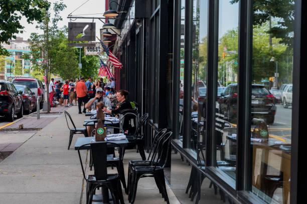 Essen im Freien an einem Sommertag – Foto