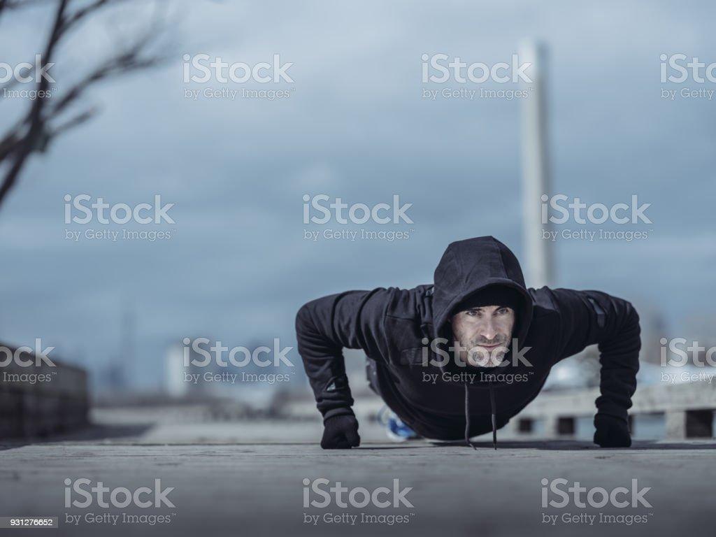 Outdoor-Fitness im winter – Foto