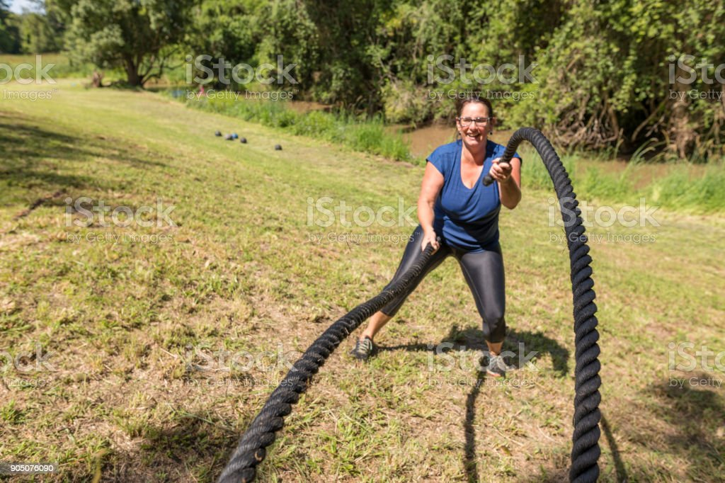 Outdoor-High-Intensity-Bootcamp Cross Training Klasse – Foto