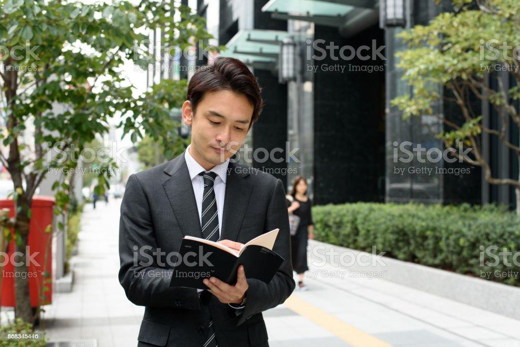 東京のビジネスマンの屋外イメージ ストックフォト
