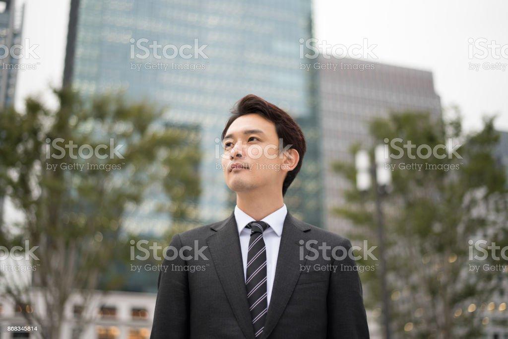 東京のビジネスマンの屋外イメージ ロイヤリティフリーストックフォト