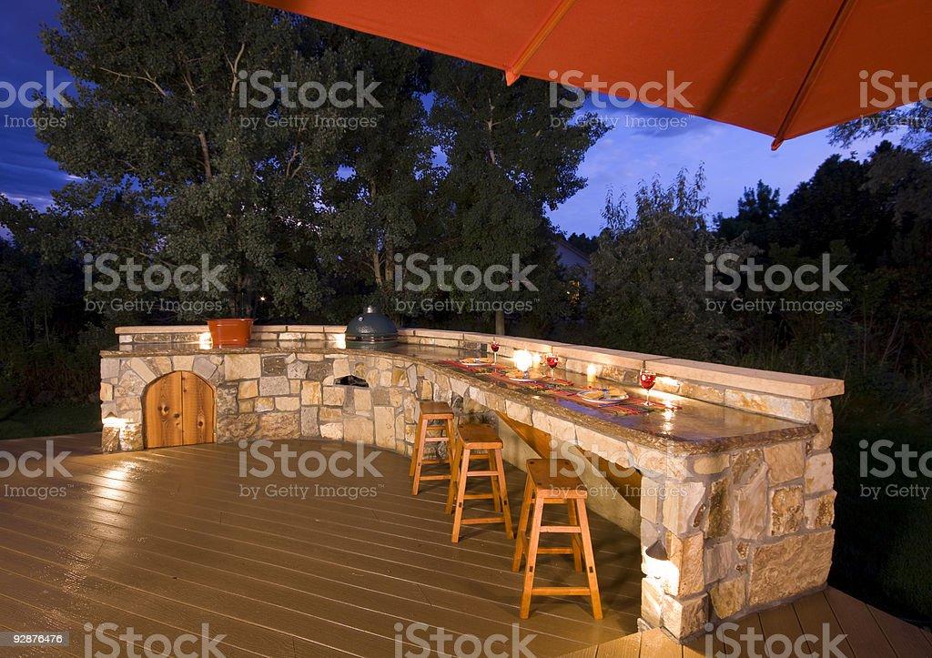 Outdoorküche Stein Kaufen : Outdoorküche in der dämmerung stockfoto und mehr bilder von