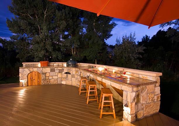 outdoor-küche in der dämmerung - grillstein stock-fotos und bilder
