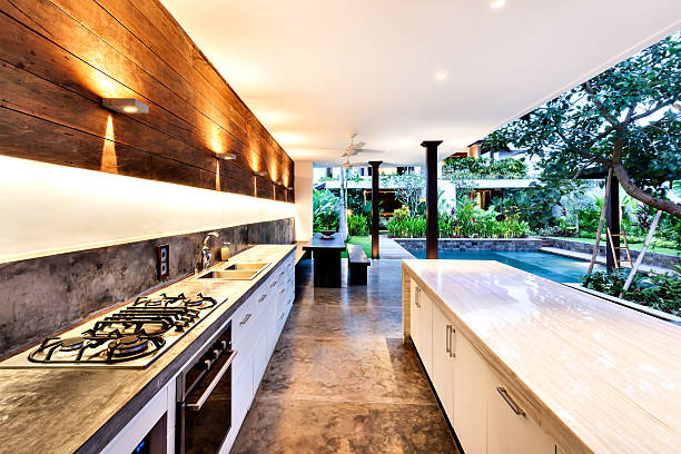Outdoor kitchen with a stove an countertop next to garden - foto de stock