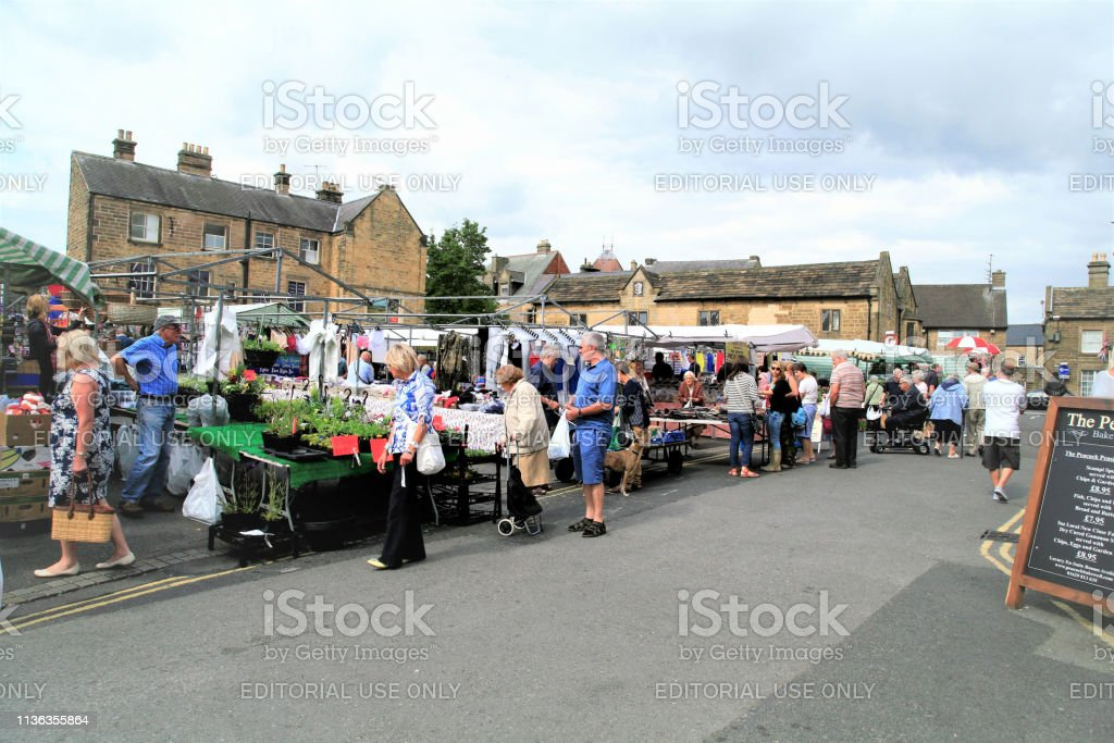Bakewell, Derbyshire, UK. August 17, 2015. People browsing the...