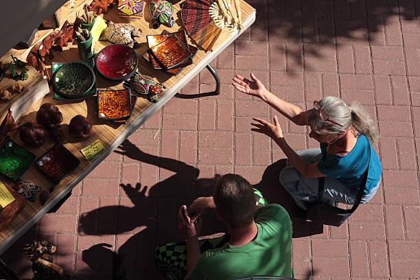 outdoor-markt - buddha figuren kaufen stock-fotos und bilder