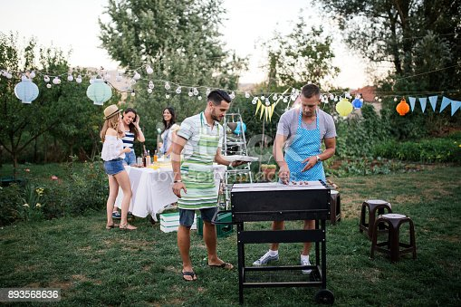 istock Outdoor party 893568636