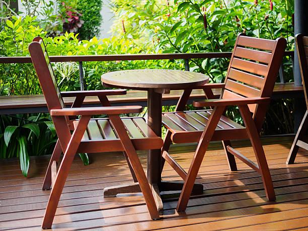 outdoor patio furniture set of brown wooden - terrassen deck design stock-fotos und bilder