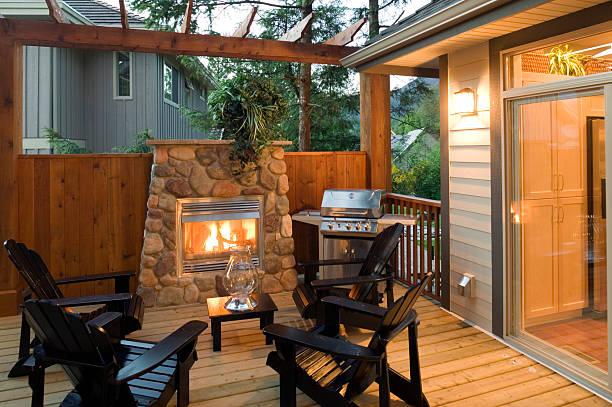 sommer-patio-grill house - grillstein stock-fotos und bilder