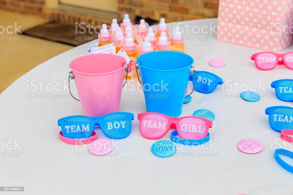 Sexo al aire libre de color rosa y azul muestran decoración del partido - foto de stock