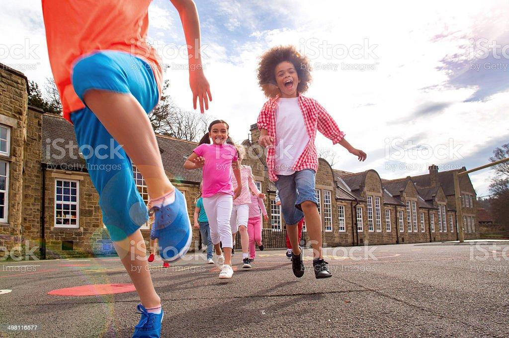Recreação ao ar livre na escola - foto de acervo