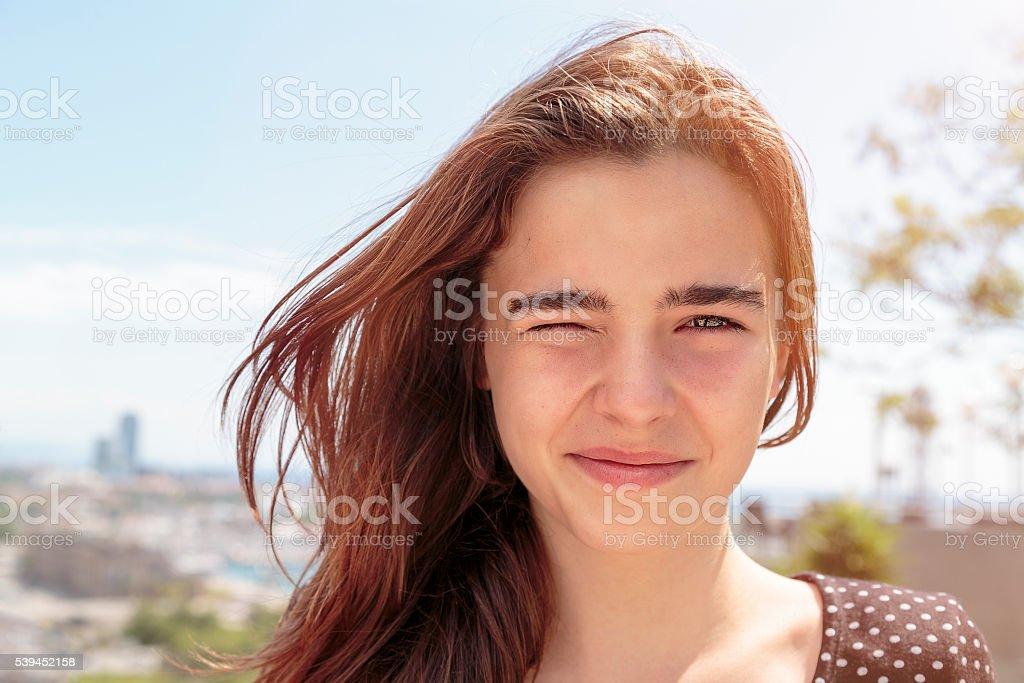 draussen Porträt von einem Teenager-Mädchen – Foto