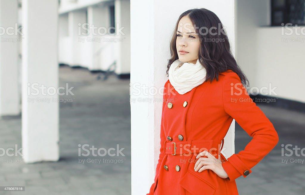 Porter une veste rouge femme