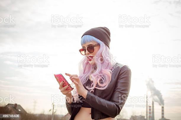 Outdoor Portrait Of Bluepink Hair Cool Girl Texting On Phone Stockfoto en meer beelden van Bedrijven financiën en industrie