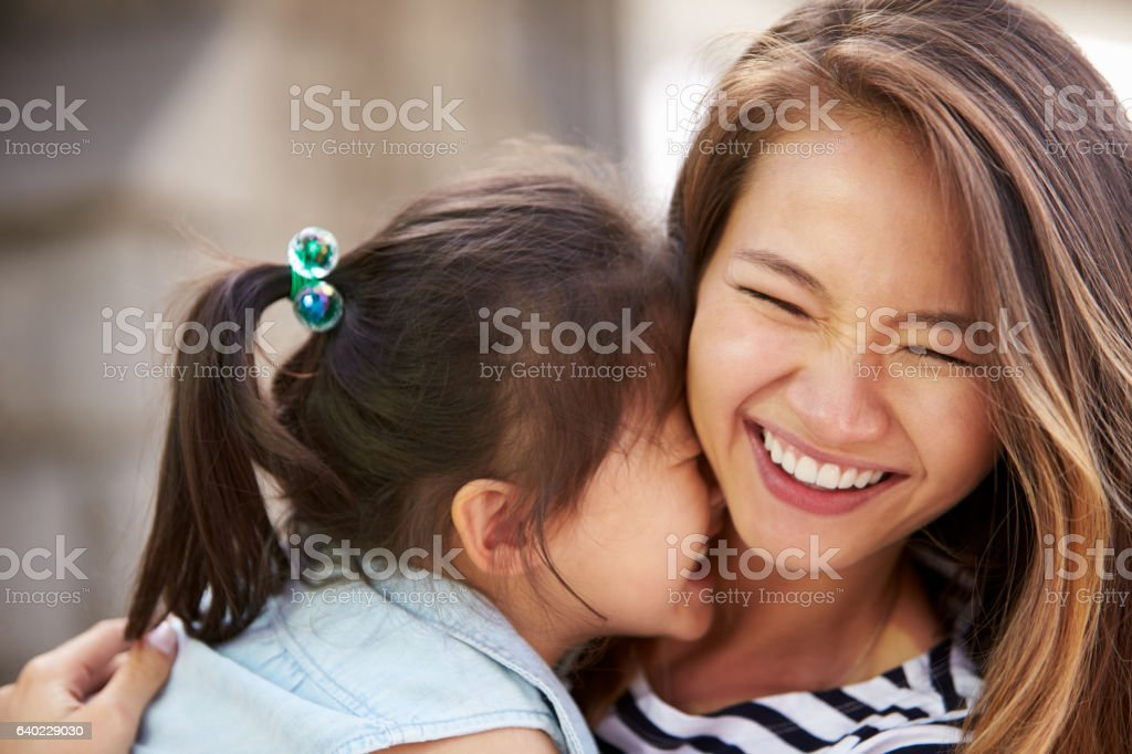Outdoor Portrait Of Loving Mother And Daughter - foto de stock