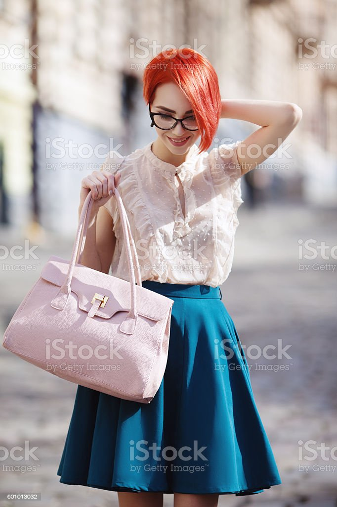 Outdoor portrait of young beautiful fashionable happy smiling redhead lady – Foto