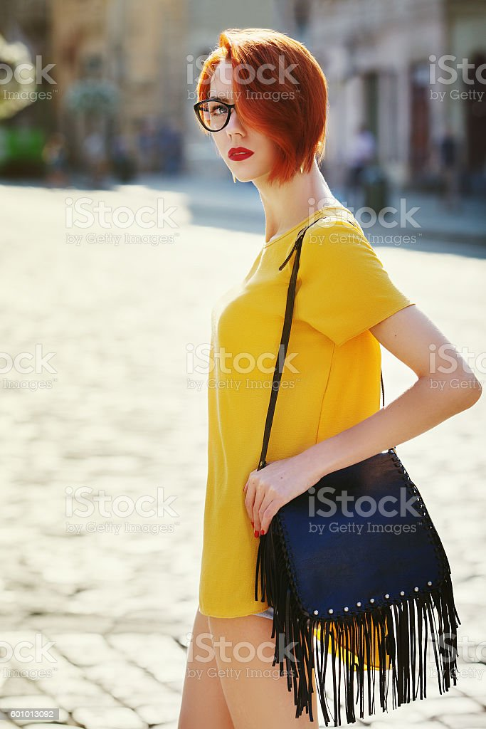 Outdoor portrait of young beautiful fashionable lady walking on street – Foto