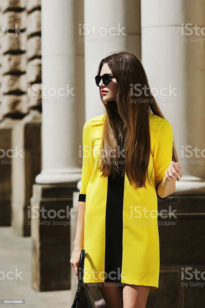 Outdoor portrait of young beautiful lady walking on the street – Foto