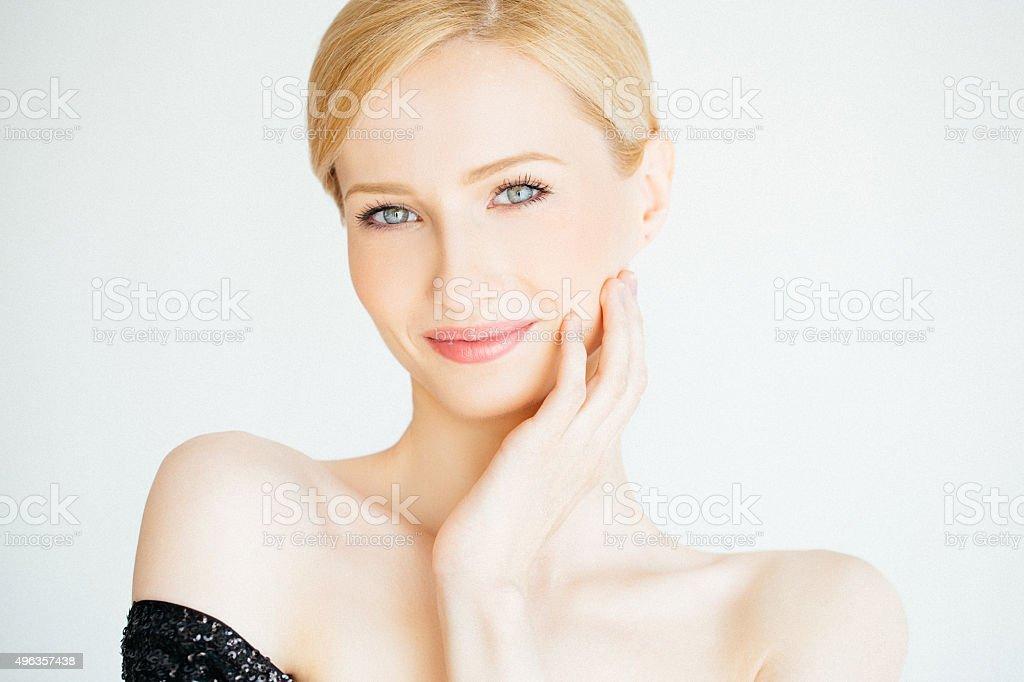 Im Freien Schuss eines jungen schönen Frau – Foto