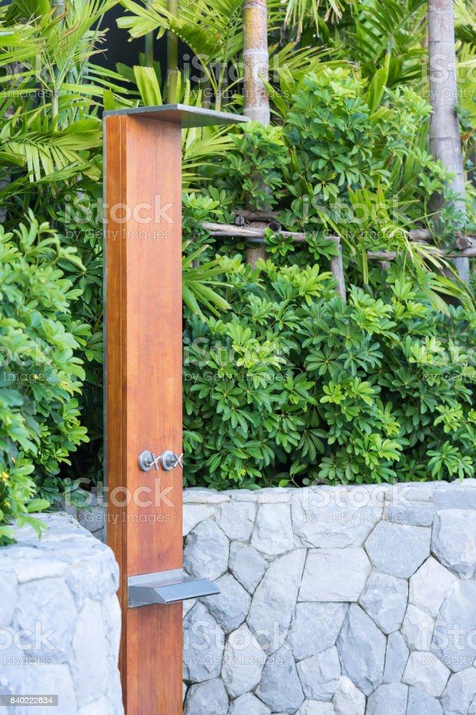 Sprinkler Der Außendusche Im Garten Zum Schwimmen Stockfoto Und Mehr