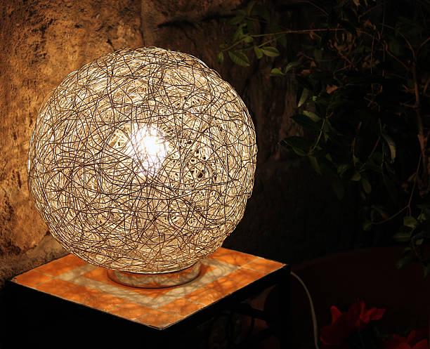 wire-lampe im - nachttischleuchte touch stock-fotos und bilder