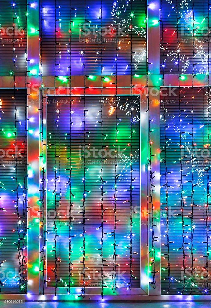 weihnachten beleuchtung dekorieren fenster im freien stockfoto 530616075 istock. Black Bedroom Furniture Sets. Home Design Ideas