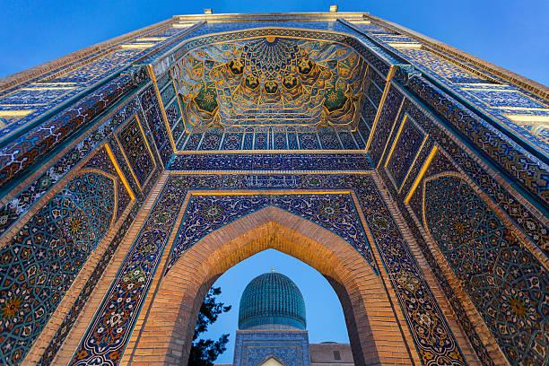 outer gate of the mausoleum of tamerlane the conqueror, in samarkand, uzbekistan. - oezbekistan stockfoto's en -beelden