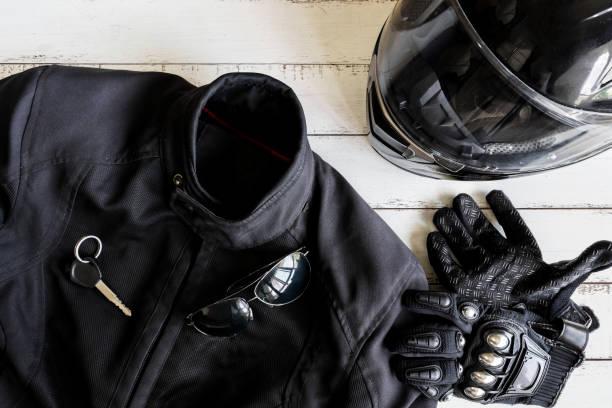 strój rowerzysty i akcesoria z kopią przestrzeni - kask ochronny odzież ochronna zdjęcia i obrazy z banku zdjęć