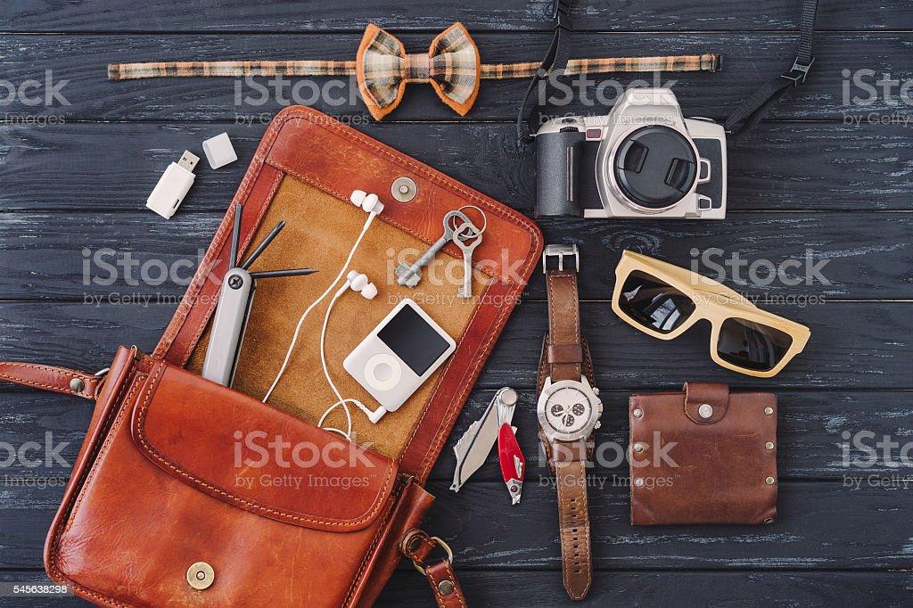 Наряд дорожных, студент, Подросток, молодой мужчина или женщина стоковое фото