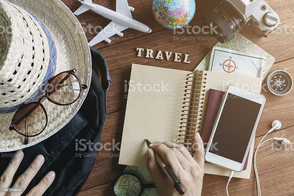 Outfits and accessories of traveler on wooden background – Foto