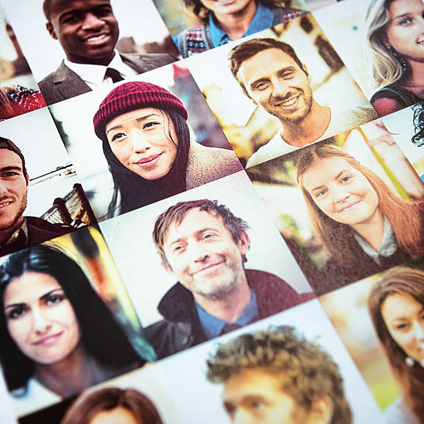 Della spesa di multirazziale facce stampato - foto stock