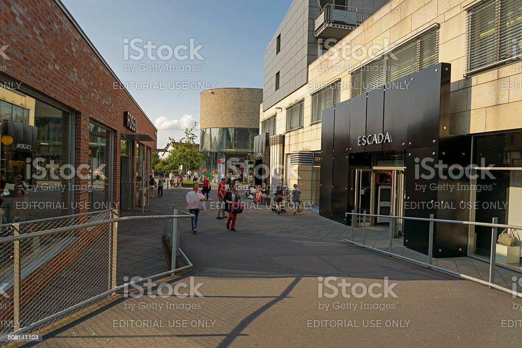 Outlet Stadt Metzingen Stockfoto und mehr Bilder von Auto