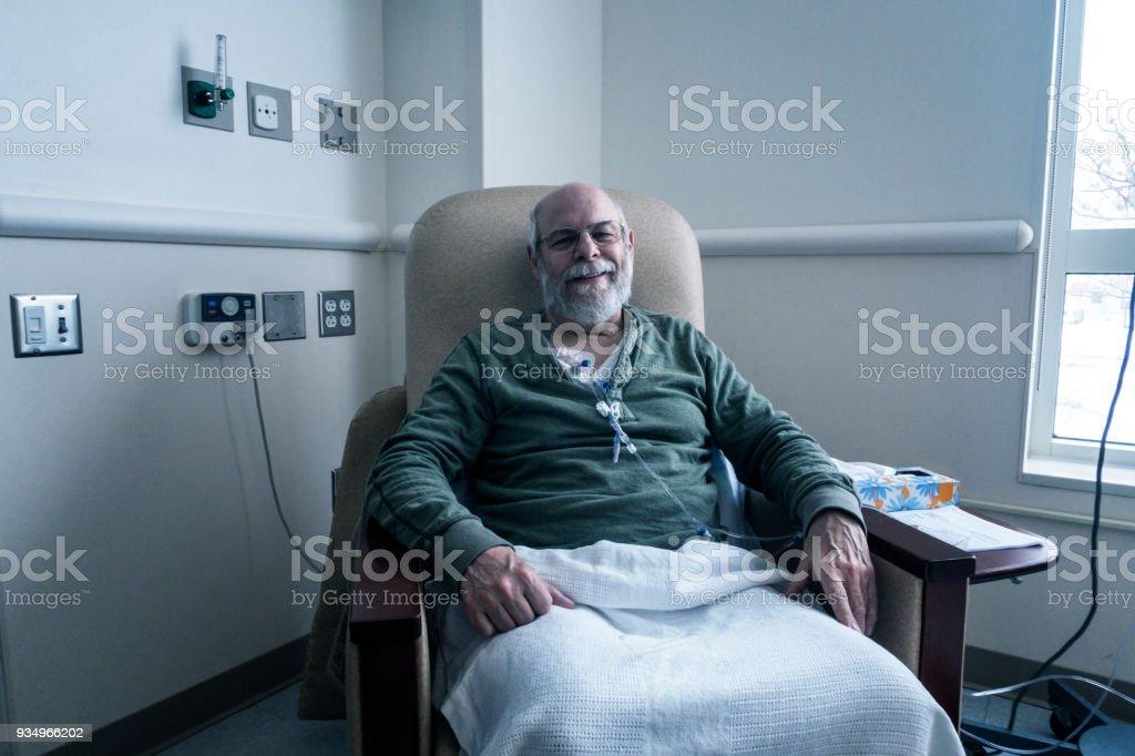 Ambulante Senioren Erwachsene Mann Krebs-Patienten während der Chemotherapie IV-Infusion – Foto