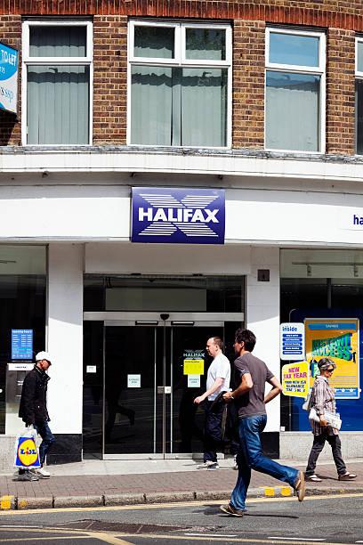 außerhalb des halifax bank - beckenham town stock-fotos und bilder